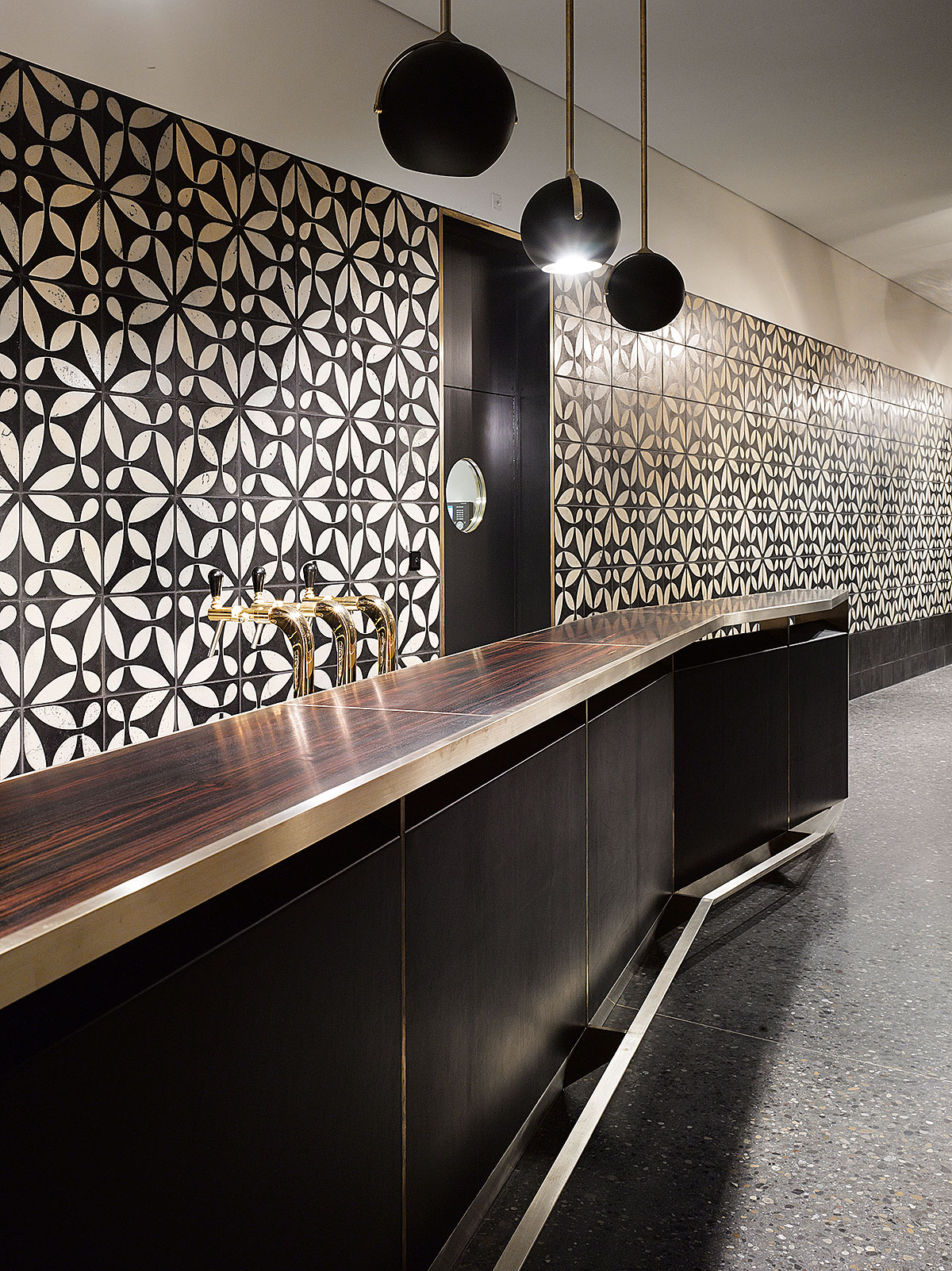 Hohes Haus West: Cafébar im EG